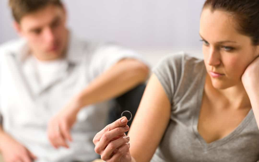 Vztahová poradna: Chci se rozvést, manžel o tom nechce slyšet