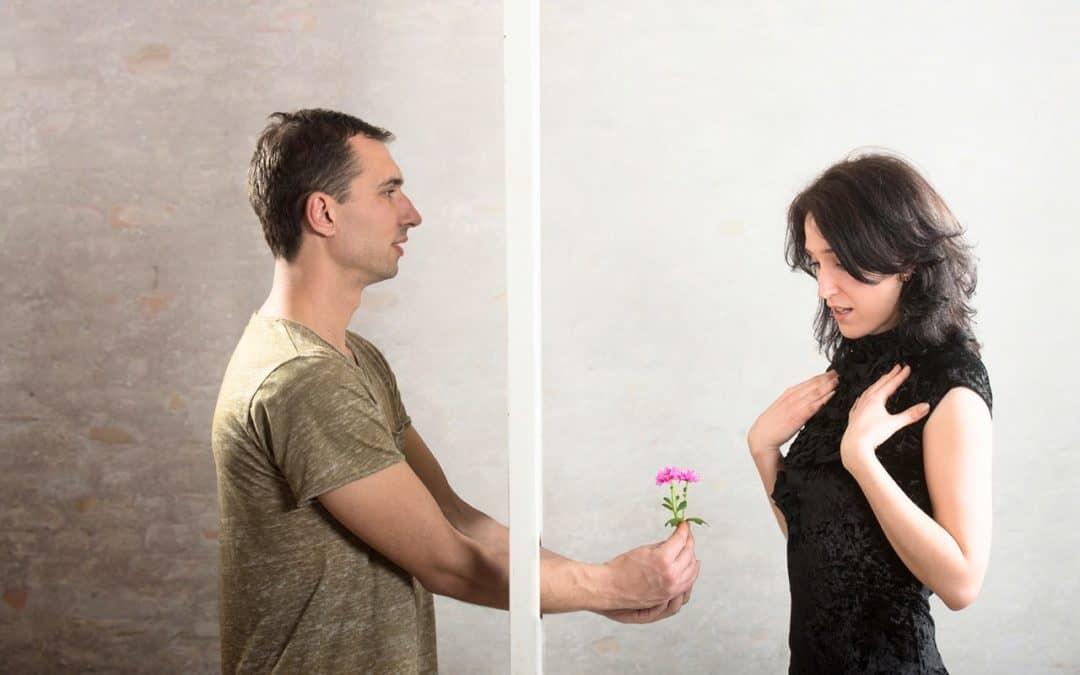 Vztahová poradna: Opustil rodinu a odešel k mladší ženě, teď by se chtěl sbližovat