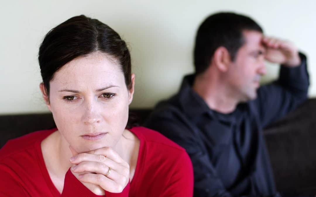Vztahová poradna: Manžel se mnou vůbec nemluví, chce jen jídlo a sex