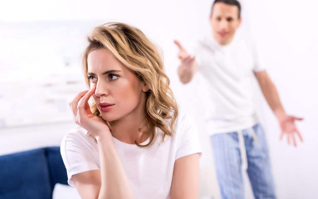 Vztahová poradna: Manžel mě podváděl, ponižoval, urážel a stále se mnou chce zůstat