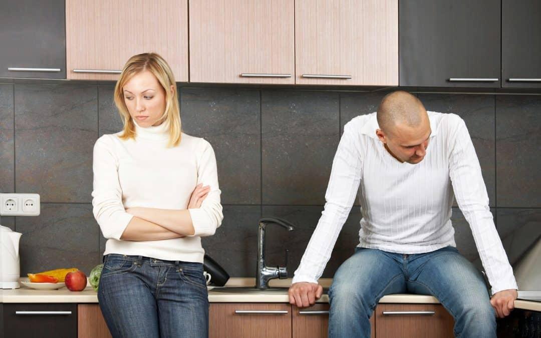 Vztahová poradna: Vzal jsem si tajně půjčku a partnerka mě vystěhovala, i když čekáme dítě